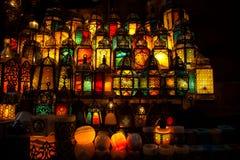 点燃与在穆斯林样式的灯笼的颜色 免版税库存图片