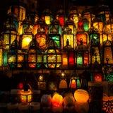 点燃与在穆斯林样式的灯笼的颜色 免版税图库摄影