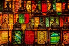 点燃与在穆斯林样式的灯笼的颜色 库存图片