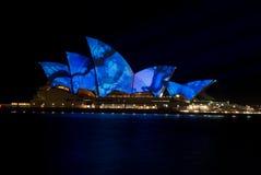 点燃光亮歌剧悉尼的创造性的房子 免版税库存照片