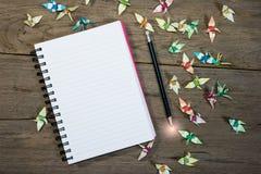 点燃在开放笔记本的一支铅笔结束时 免版税库存图片