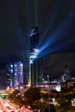 点燃在盛大开幕式Mahanakhon的展示耸立在夜间 库存图片