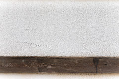 点燃有木条纹的涂灰泥的墙壁背景的 接近的u 免版税库存图片