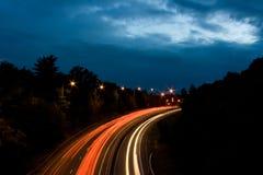 点燃机动车路晚上 库存图片