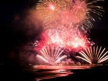点燃从福尔泰德伊马尔米的码头的烟花水 免版税库存图片