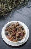 12点活字波城葡萄牙辣调味汁猪肉和香肠塔帕纤维布快餐 免版税库存照片