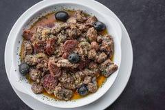 12点活字波城葡萄牙辣调味汁猪肉和香肠塔帕纤维布快餐 图库摄影