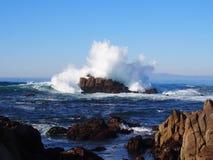 点Piños碰撞的波浪 免版税库存照片