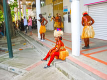 点Pitre,瓜德罗普- 2013年2月09日:加勒比狂欢节的美丽的黑人女孩 图库摄影