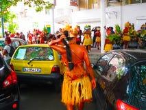 点Pitre,瓜德罗普- 2013年2月09日:加勒比狂欢节的美丽的黑人女孩 免版税库存图片