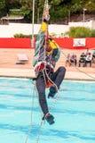 锻炼上升的抢救 训练抢救人民 使用绳索技术的补救 图库摄影