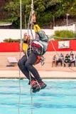 锻炼上升的抢救 训练抢救人民 使用绳索技术的补救 免版税库存照片