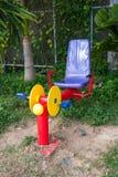 锻炼机器在公园 免版税库存照片