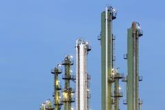 炼油厂细节在晚上 免版税库存图片