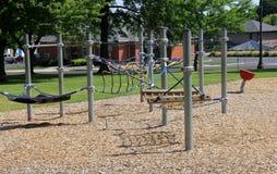 锻炼设备品种孩子的地方邻里操场的 库存照片