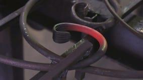 炽热标尺特写镜头在铁匠` s书桌工具的 股票录像