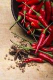炽热辣椒的图象在碗的在木背景 库存图片