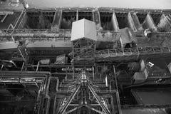 烂掉被放弃的工厂厂房的金属左 免版税库存照片
