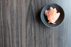 烂醉如泥的姜寿司和生鱼片的配菜 免版税图库摄影