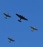 烈性人在形成的航空器飞行在有一架唯一布里斯托尔Blenheim轰炸机的南英国 免版税图库摄影