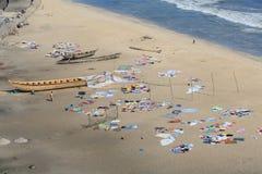 烘干在海滩的衣裳 免版税库存照片