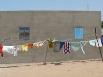 烘干在风的衣裳在非洲 免版税库存图片