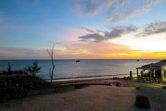 烘干虾和日落的过程,美奈,越南 库存照片