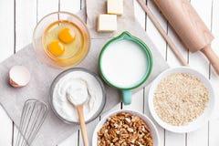 烘烤和烹调成份概念、品种和器物 免版税图库摄影