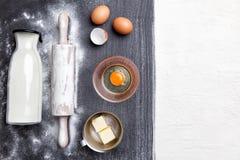 烘烤和烹调成份概念、品种和器物 免版税库存照片