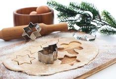 烘烤圣诞节曲奇饼和姜饼 库存图片