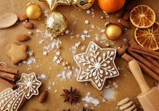烘烤圣诞节曲奇饼重点月亮塑造星形 免版税图库摄影