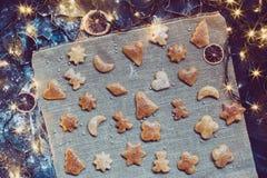烘烤圣诞节曲奇饼 免版税图库摄影