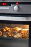 烘烤小圆面包烤箱 免版税库存图片