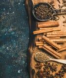 烘烤或烹调的被仔细考虑的酒冬天温暖的香料 库存图片