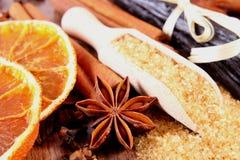 烘烤或烹调的香料在木表面板条 免版税库存图片