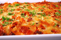烘烤接近的意大利面食  免版税库存图片