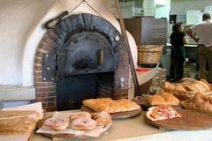烘烤烤箱在一个老面包店 罗得岛OCT-13-2017 图库摄影