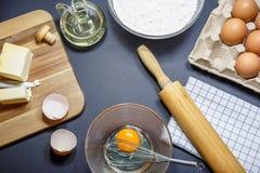 烘烤的或炊事用具和成份 免版税库存图片
