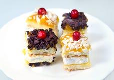 烘烤的蛋糕庆祝的花梢 免版税库存图片