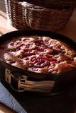 烘烤的蛋糕樱桃锡 库存图片