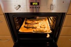 烘烤的蛋糕烤箱 库存图片