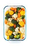 烘烤盘未加工的蔬菜 库存照片