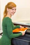 烙记专业准备的包裹的箔或影片的汽车 库存图片