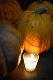 烛光点燃的南瓜 免版税库存照片
