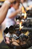烛台Wat Phrathat土井素贴RajaWaraWihara,游人Plac 库存照片
