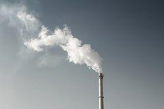 烟和烟囱 免版税库存图片