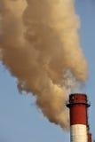 烟囱云彩行业含毒物 库存照片