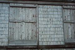 烟房子窗口 免版税库存图片