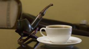 烟斗烟和coffe 库存图片