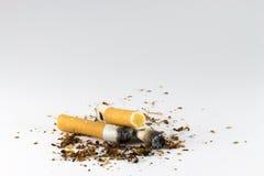烟灰缸充分接界香烟香烟 免版税图库摄影